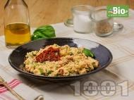 Рецепта Кус-кус с мариновани сушени домати